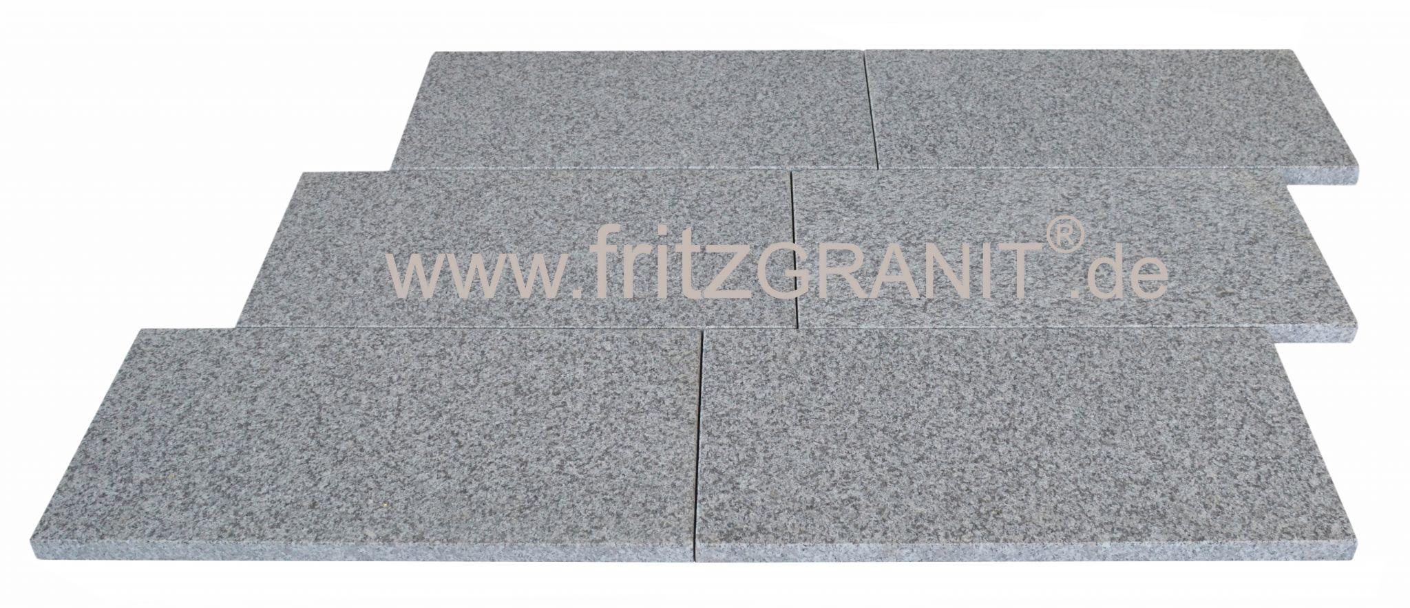 Bodenplatte Granit hellgrau 40x40x3cm geflammt und gebürstet Kanten gesägt